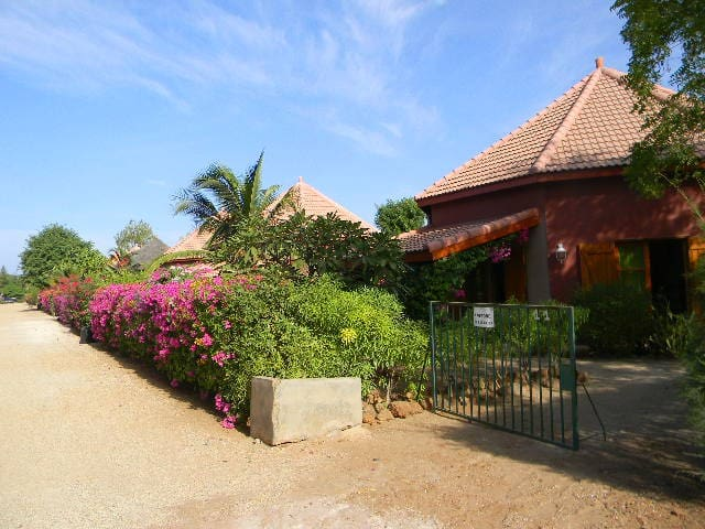 Belle villa Sécurisée à 200 m de la plage. - Saly - Apartament
