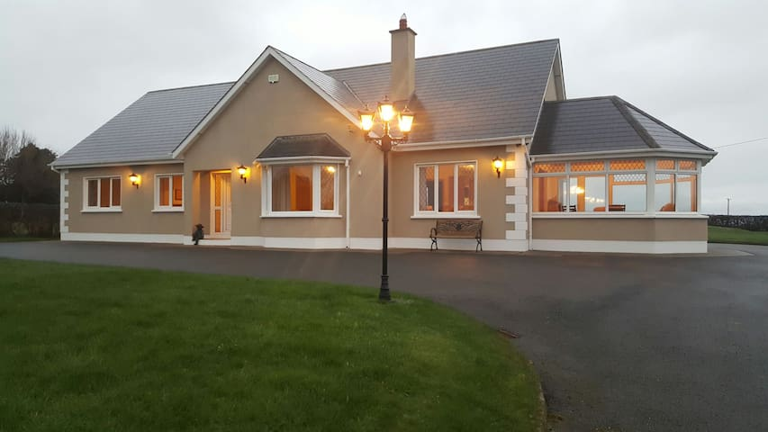 Large luxury house with lots of space - Wexford - Casa