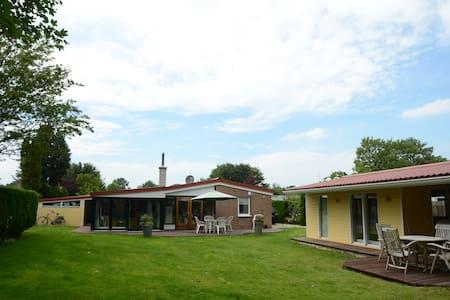Ferienhaus mit Garten nahe Strand- und Yachthafen - Kamperland - House