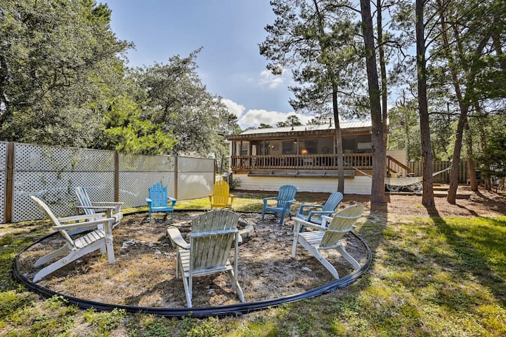 The 2-bed, 2-bath vacation rental accommodates up to 6 guests!