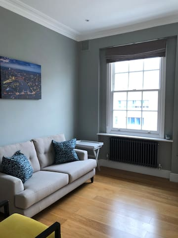 Cosy & Convenient Newly Decorated One Bedroom Flat