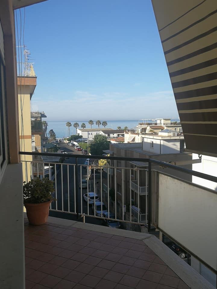 Cosy apartment with sea view in the city centre