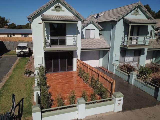 Lakes Entrance Beach Apartment - Close to Town
