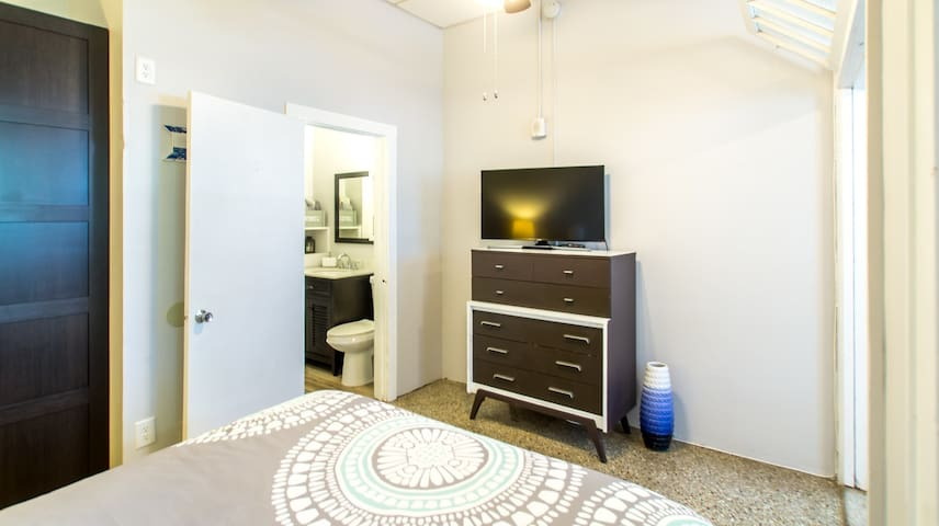 """42"""" LED TV and renovated, clean bathroom"""