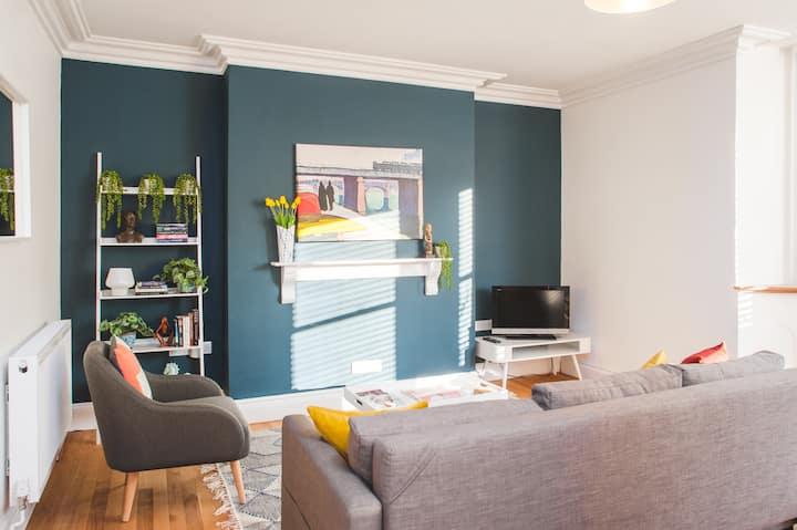 Stunning, spacious boutique apartment close to BBC