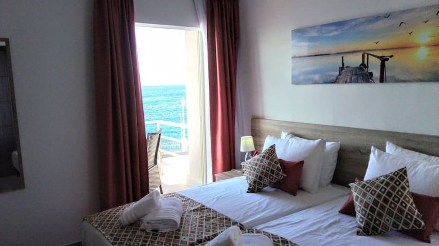 Stunning views from the comfort of your bed (Rm 3)