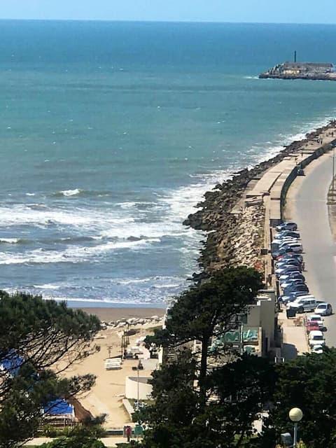 Playa grande  vista al mar