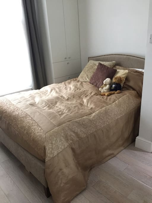 Confortable real bed