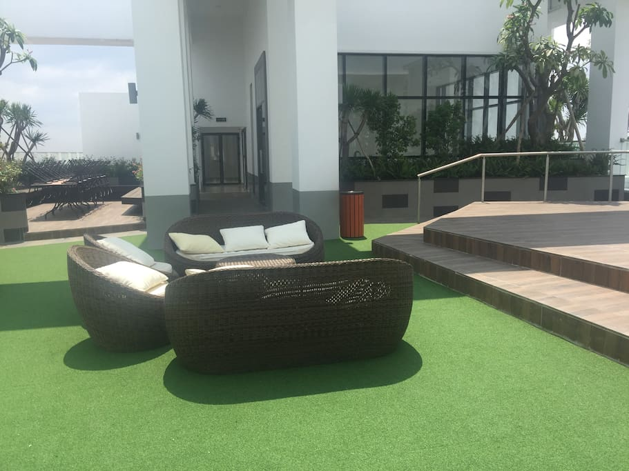 Garden on rooftop of the Tresor for seeing, sun-bath, .. you can go to 34th floor.