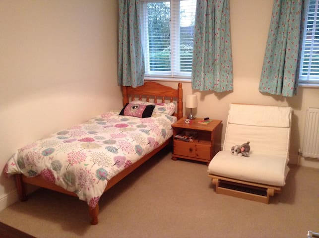 4 bedroom townhouse in Farnham - Farnham - Hus