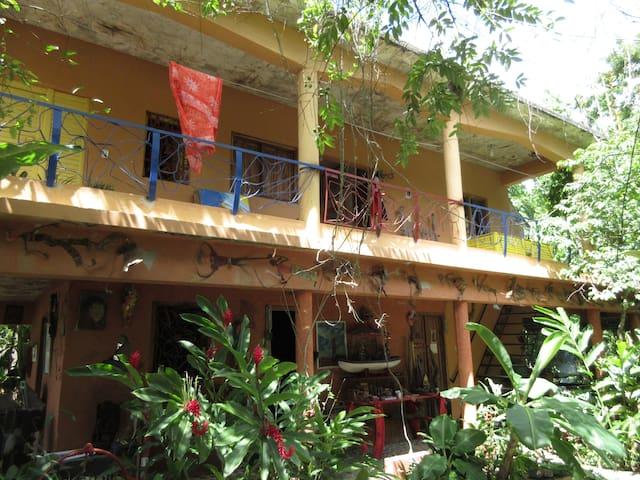 Habitaciones Los Cayucos - Miches - Bed & Breakfast