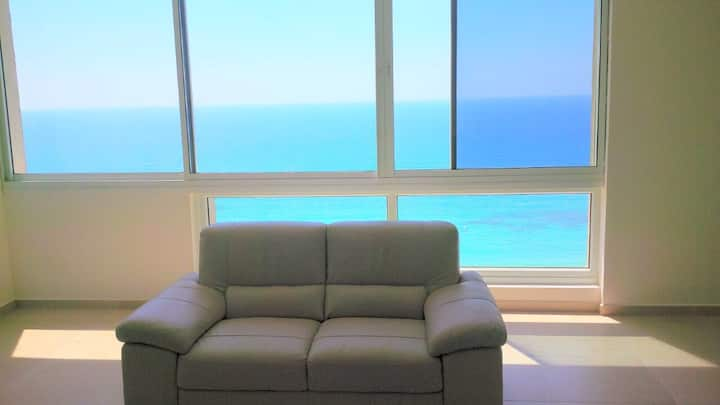Stunning modern 3 bedroom apartment in Netanya with spectacular sea views