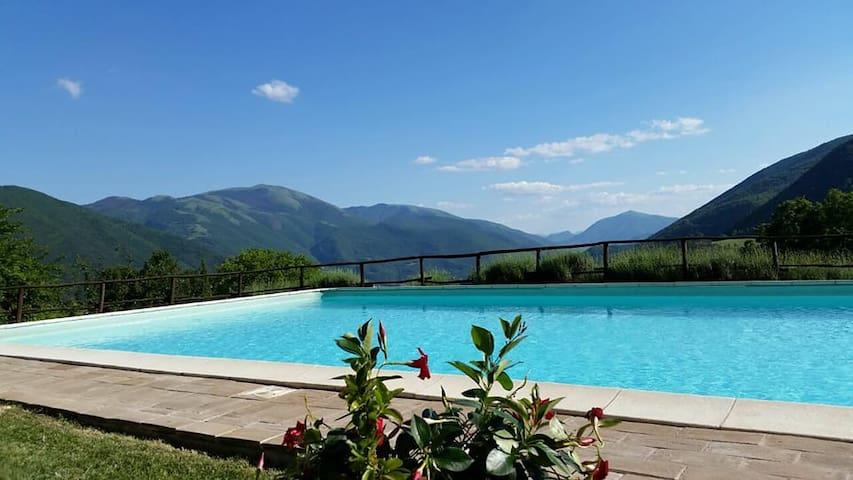 Appartamento 2 camere con vista su valle e piscina