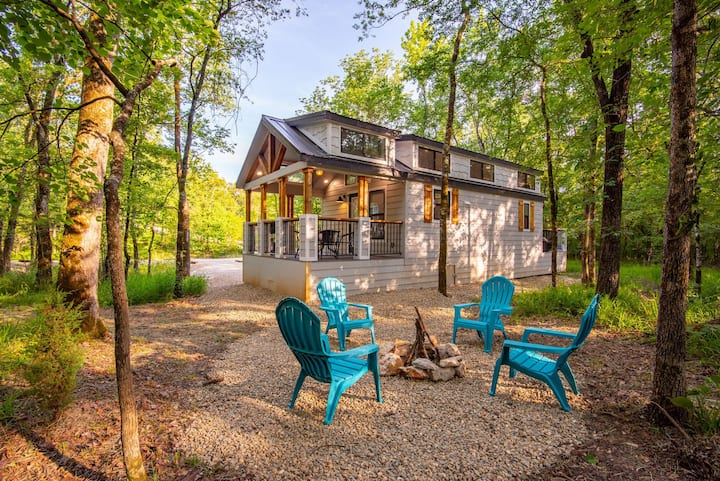 "BRAND NEW CONSTRUCTION ""BEAR"" HIGH LUXE 1+ Bedroom Cabin Near Broken Bow Lake"