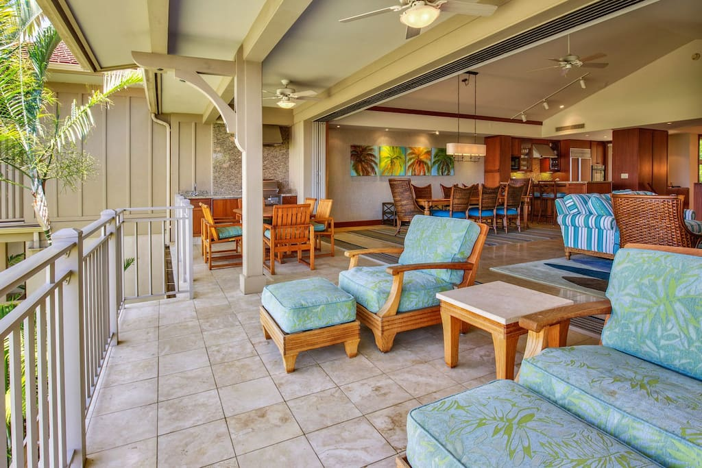 Main Lanai w/Pocket Doors that Fully Open to Living & Dining Rooms