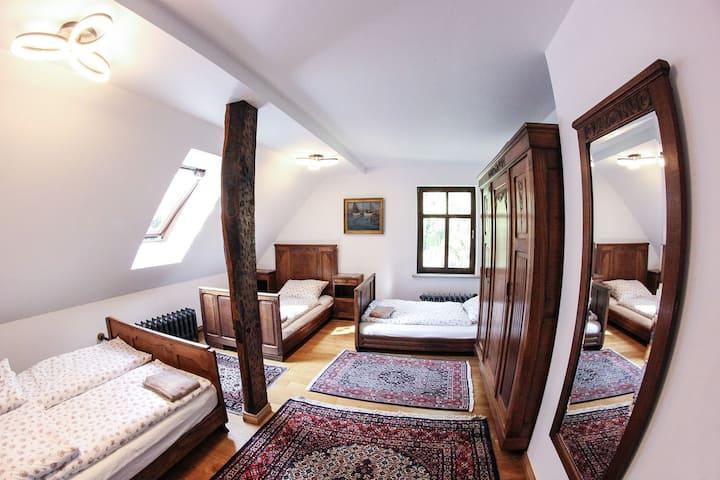 Dwór Gogolewo- pokój czteroosobowy