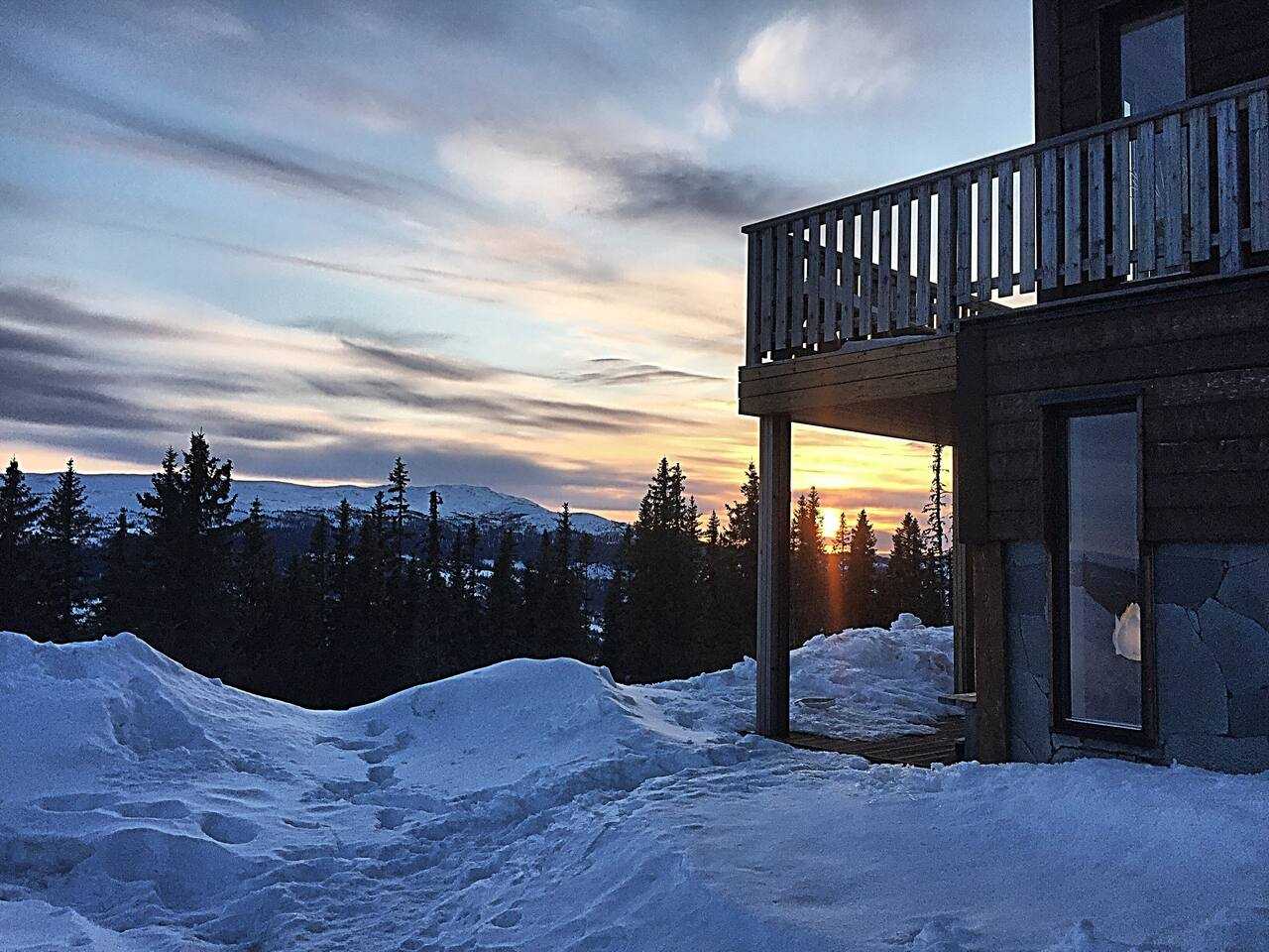 Twoleftski's Mountain Lodge