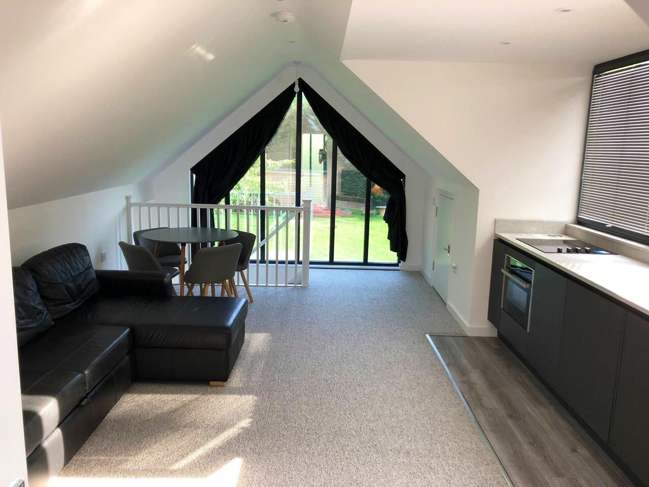Living/ sleeping area (sofa bed)