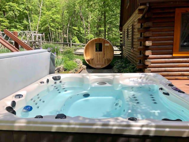 Garrison Log Cabin with spa hot tub and sauna
