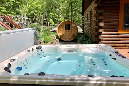 Garrison Log Cabin all season hot tub and sauna