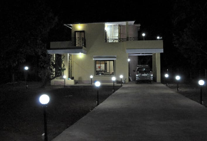Exclusive Party House In Karjat - Karjat - บังกะโล