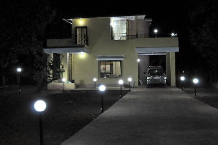 Exclusive Party House In Karjat - Karjat - Bungalow