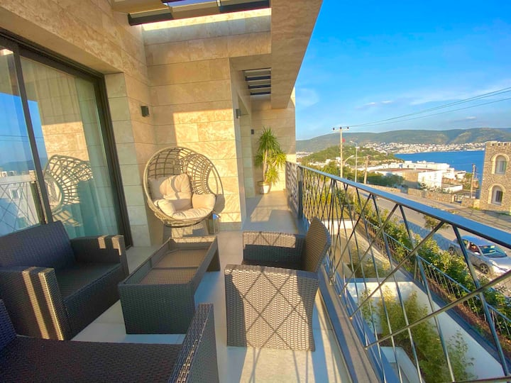 1+1 flat with amazing views in the heart of Bodrum