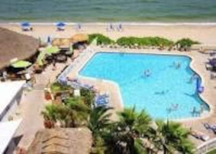 Beautiful Studio@Ft. Lauderdale Beach front Resort