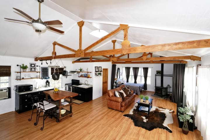 The Barn Loft @ Slick Rock Farms - Hendersonville - Vindsvåning