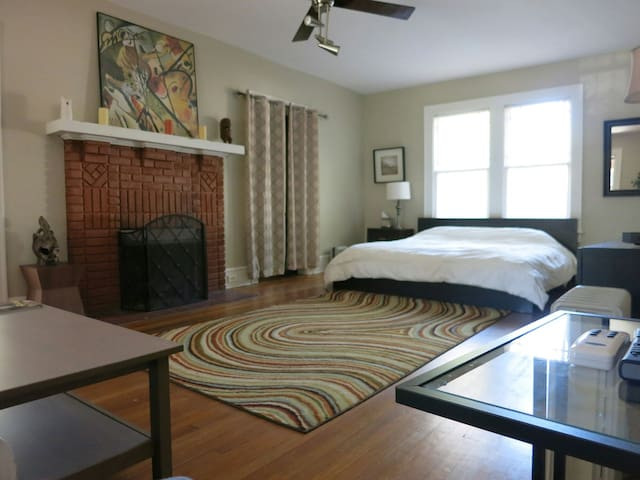 Private Apt in Historic Home-Close to Downtown ATL