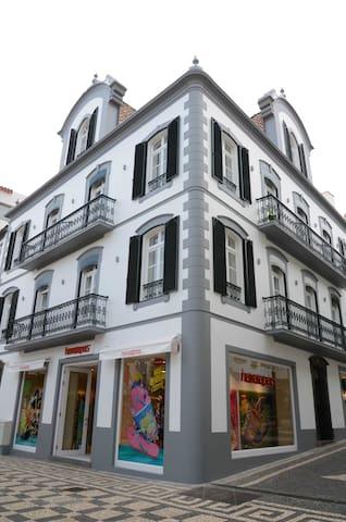 Edifício Charles 203