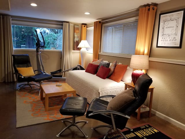 Amenity-Packed Private Suite with Easy I-5 Access