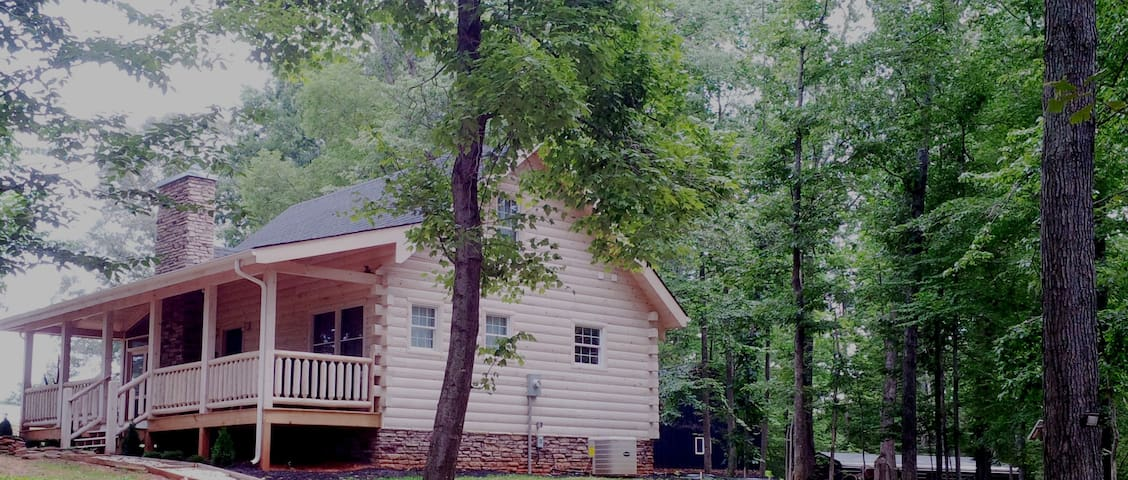Luxury Log Cabin Retreat with Great Mountain Views - Charlottesville - Cabin