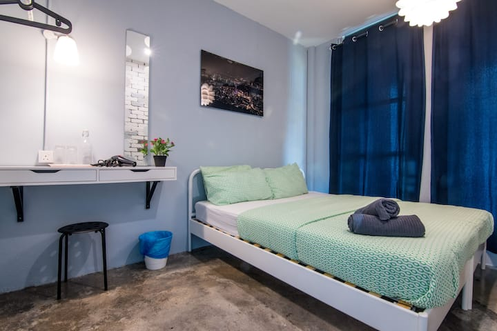 HuttonSTAY@Penang |Room1+Bathroom| Best LocWiFi Ac