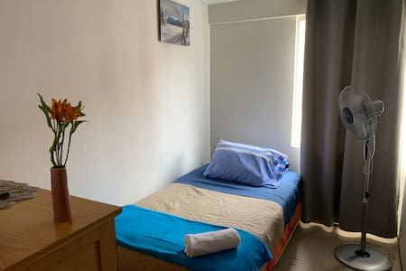 Private Twin Bed. Comfortable, clean, breakfast.