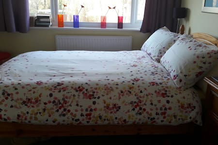 Lovely double bedroom & ensuite - Thame
