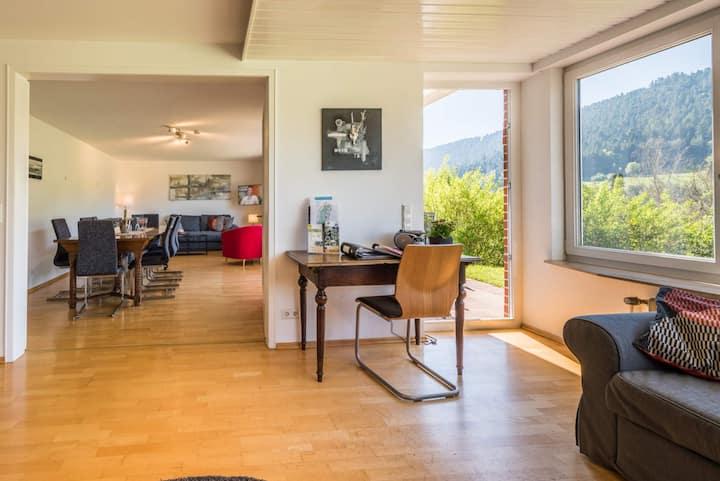 Traum Ferienhaus Burghalde mit Sauna & Kamin, großer Garten, BBQ, Spielplatz