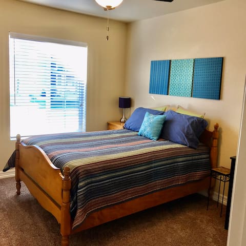 Cozy Suite Close to Old Town/CSU by Bike Trails