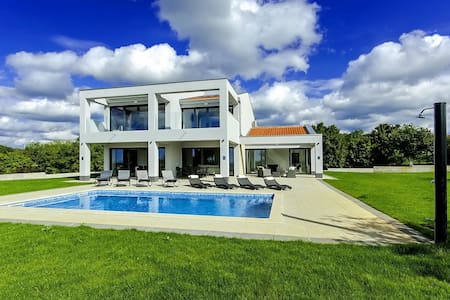 New and modern Villa Tia with Pool - Kringa