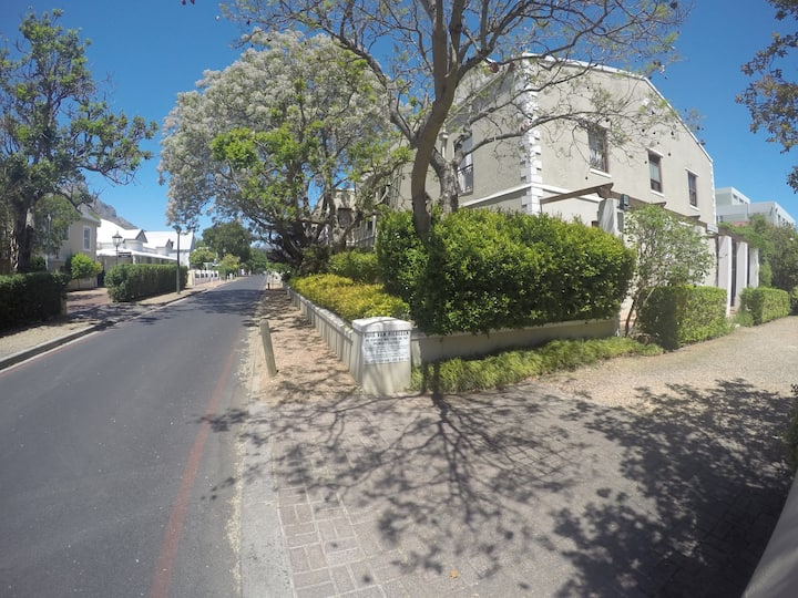 Huis van Riebeeck 5, prime central position