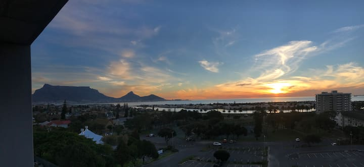 Milnerton 5th Floor - Table Mountain & Sea Views
