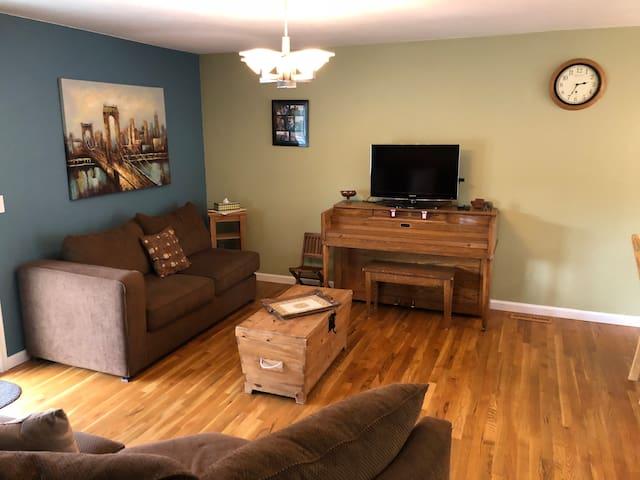 Spacious 5 Bedroom Home near Boulder, CO