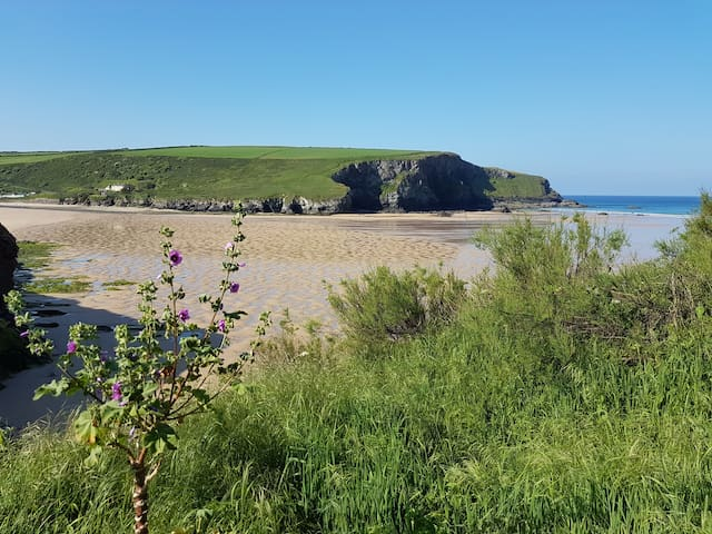 Right next to the beautiful beach at Mawgan Porth