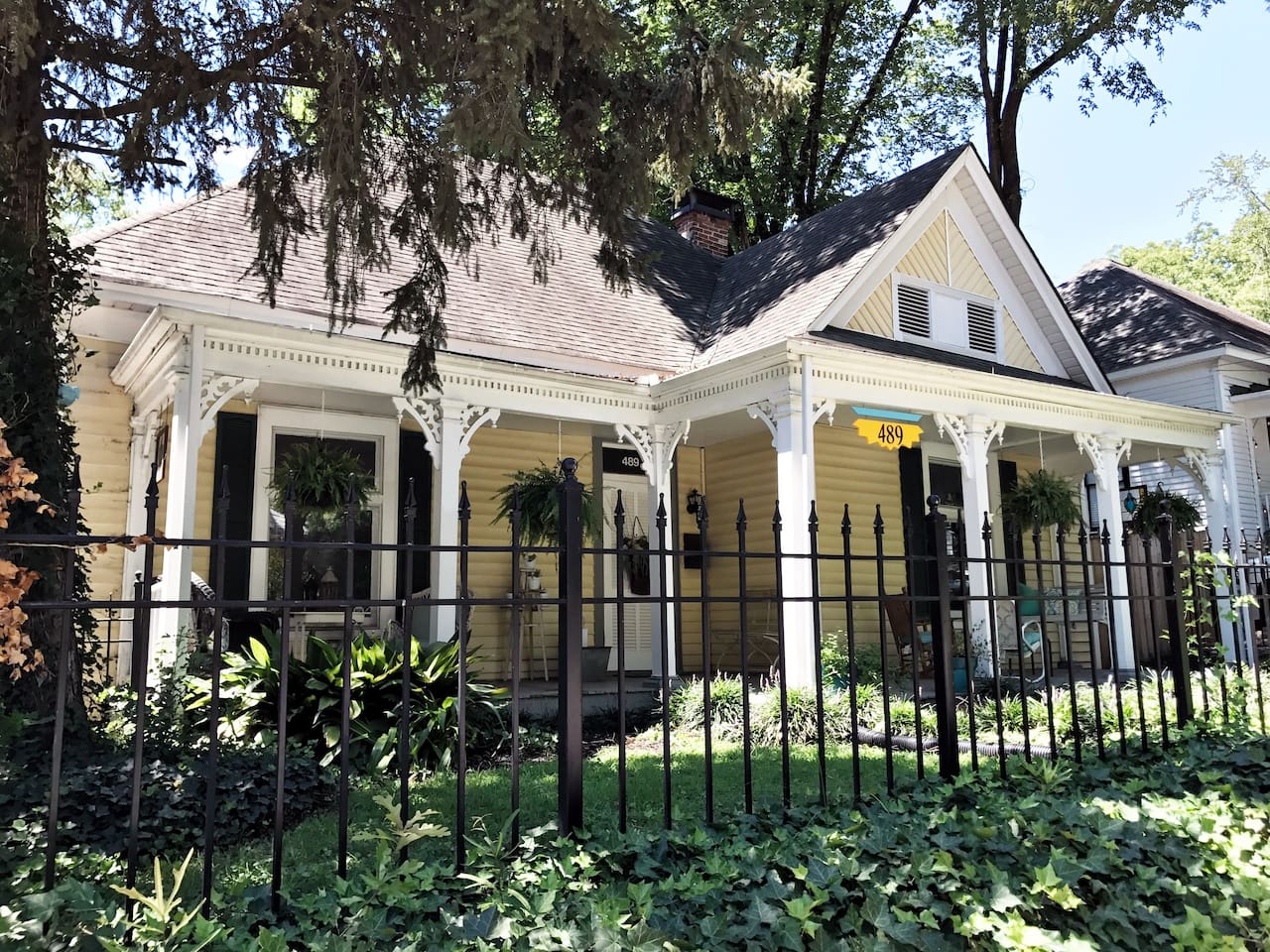 Beautiful 1901 Victorian Home in Grant Park