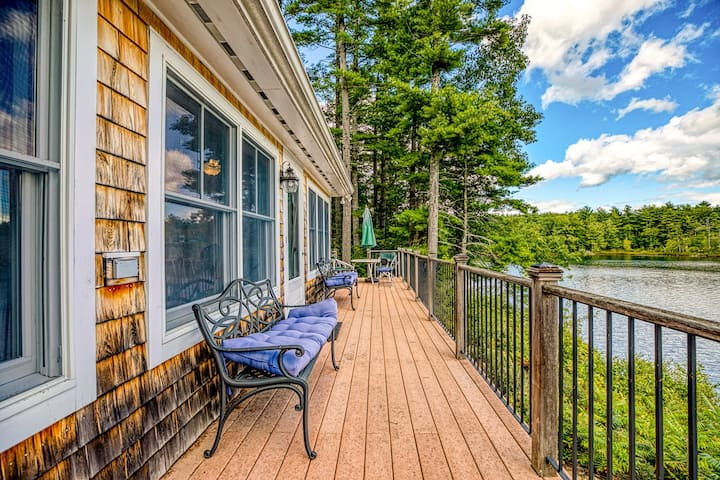 Lakefront home w/ private dock, kayaks, canoe & incredible views!