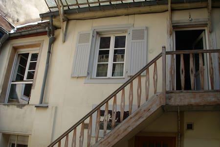 Au centre ville, une grande chambre calme - Besançon