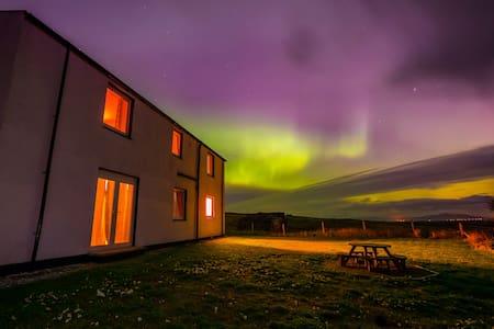 RowanCottage Lux Holiday Cottage - Lochmaddy - House