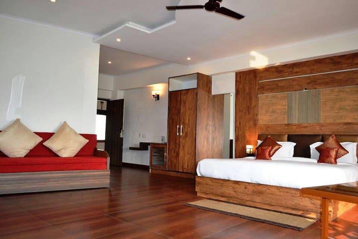 Luxury Resort Near Jihrna Safari Gate, Jim Corbett