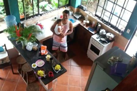 Casa Coral: Bosque Mar Surf y Pesca - Santa Teresa