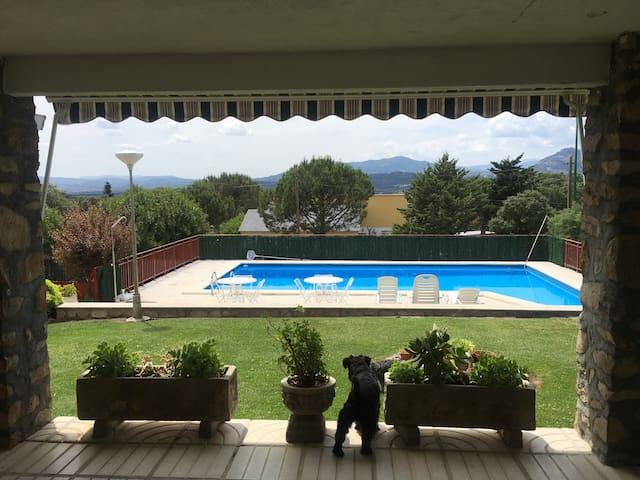 Casa para 12  piscina y barbacoa - Villa del Prado - Haus